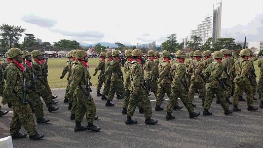 自衛官の再就職をスムーズに行うポイント – 階級章という自己を守るための鎧を外す –