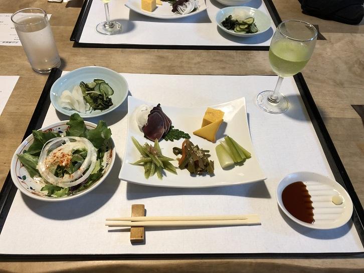 手白澤温泉への接近経路は徒歩のみ、標高1500メートルで味わう絶品のコース料理